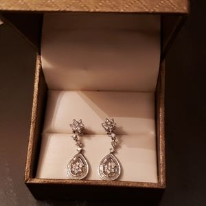 One pair 18k white gold diamond earrings